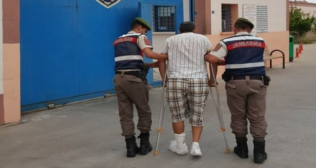 Jandarmadan kaçarken ayağını kırdı