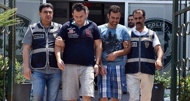 Kredi kartlarını kopyalayan motosikletli kuryeler gözaltında