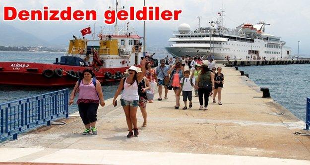 Lübnanlı turistlere Alanya'da mehterli karşılama