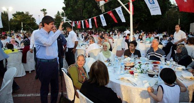 Türel'den anlamlı iftar daveti