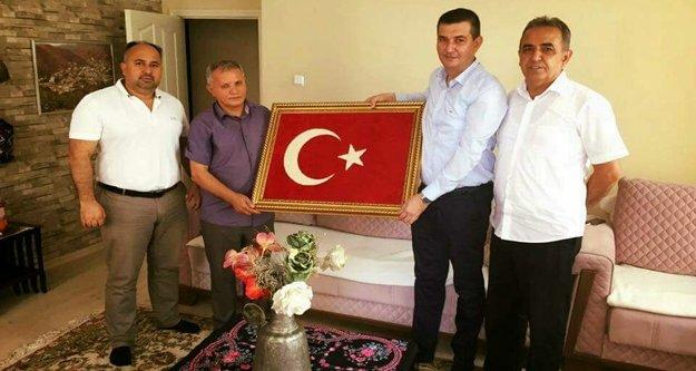 Türkdoğan'dan şehit babasına ziyaret
