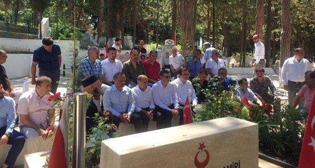 Türkdoğan ve ülkücüler şehitlerimizi ziyaret etti