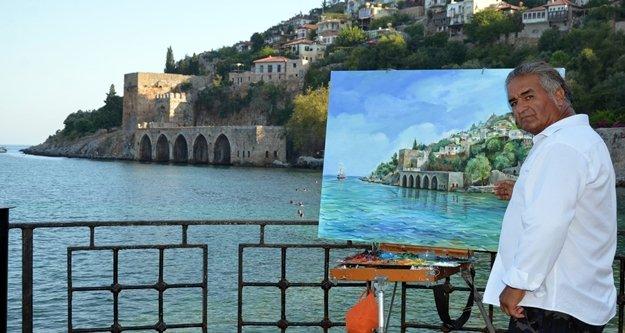 Alanya aşığı ressam sergi açtı