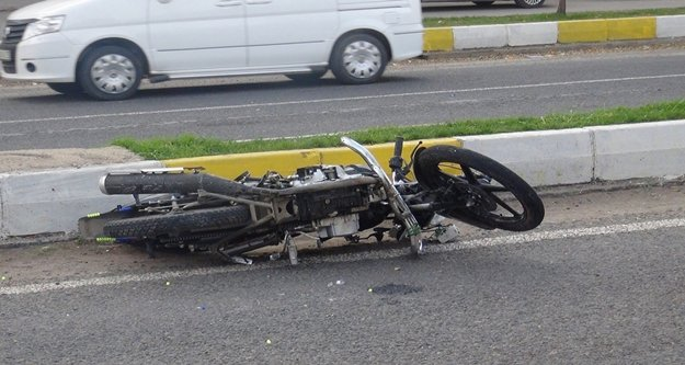 Alanya'da motosiklet kazası: Yolda metrelerce sürüklendiler
