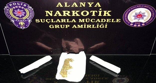 Alanya'da turistlere uyuşturucu satarken yakalandı
