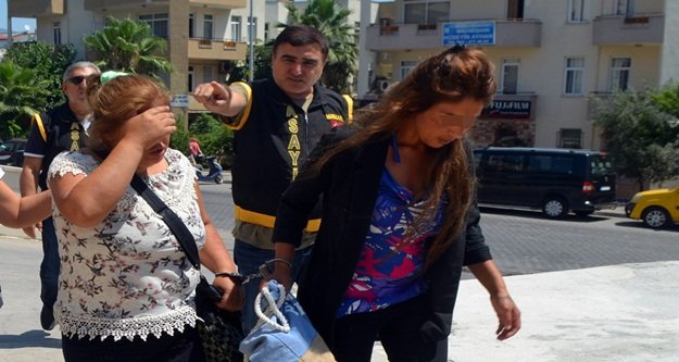 Soyguncu kadınlar plajda güneşlenirken yakalandı