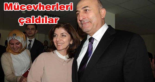 Bakan Çavuşoğlu'nun eşine hırsızlık şoku