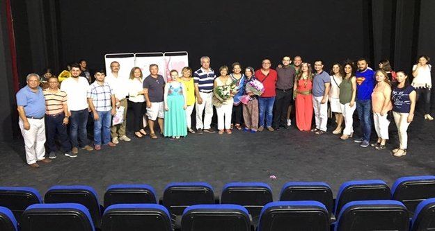 CHP'nin tiyatrosu ayakta alkışlandı