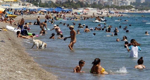 Tatilciler sahilleri doldurdu