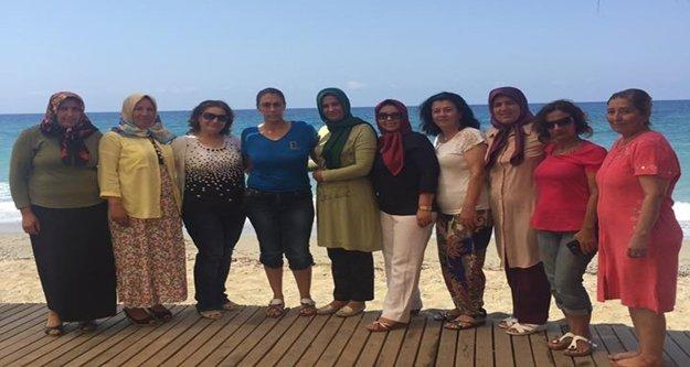 Türel'e kadınlardan plaj teşekkürü