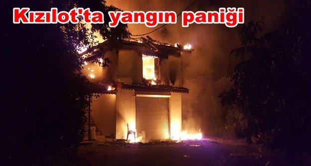 2 katlı ahşap ev yanarak küle döndü