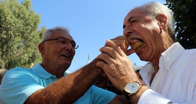 Baykal, Ali Takavut'a baklava yedirdi