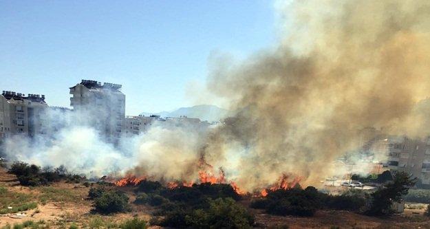 Mahallesnin ortasında korkutan yangın