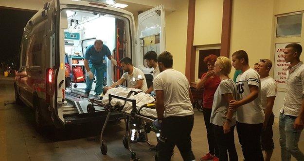 Otomobil motosiklete çarpıp kaçtı: 2'si ağır 3 yaralı