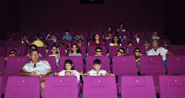 Yoksul öğrencilerin sinema keyfi