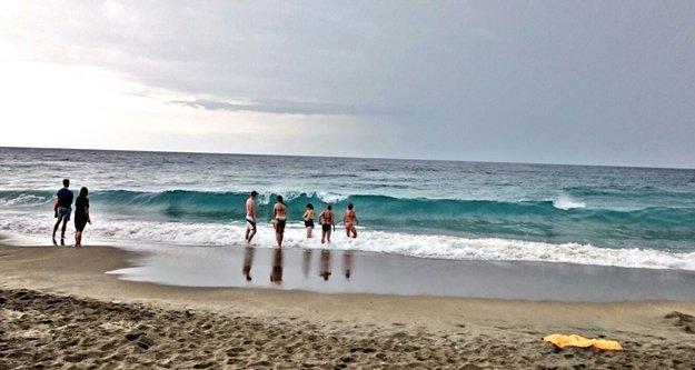 Alanya'da yağmurlu havada deniz keyfi