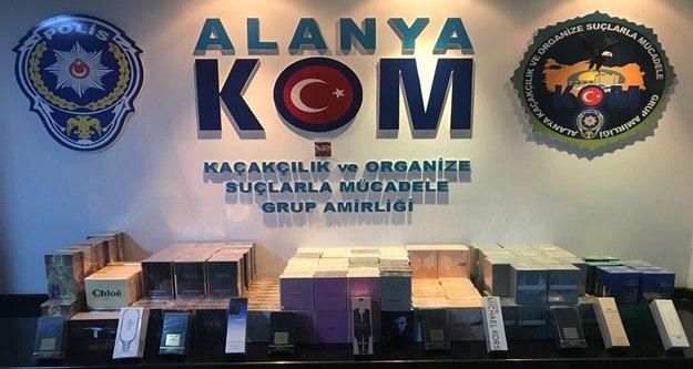 Alanya polisi kaçak parfüme 'Dur' dedi