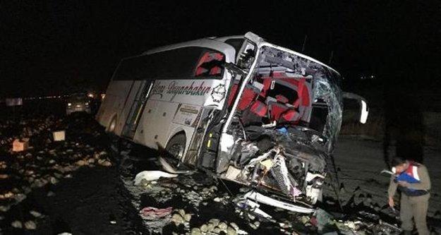 Antalya otobüsü kaza yaptı: 1 ölü, 20 yaralı var