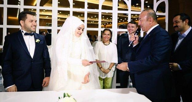 Bakan Çavuşoğlu düğüne katıldı