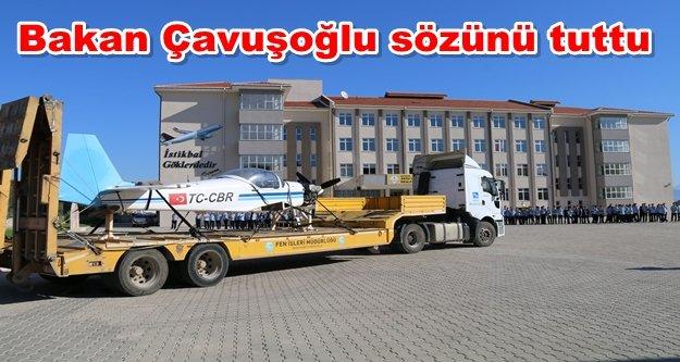Çavuşoğlu okula TIR'la uçak getirtti