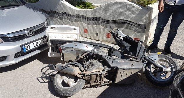 Ehliyetsiz sürücü plakasız motosiklete çarptı