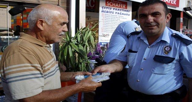 Emekli adam kaybolan bin 200 dolarına kavuştu