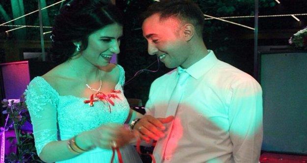 Gazeteci kız, kendisini gözaltına alan uzman çavuşla nişanlandı
