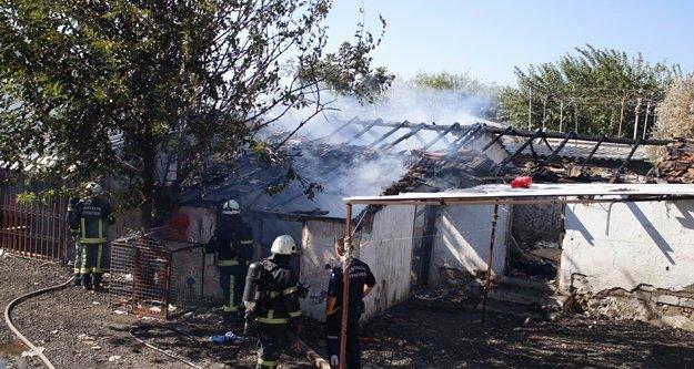 Metruk binada yangın çıktı