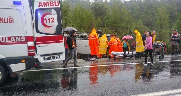 Tur otobüsü devrildi: 15 yaralı var