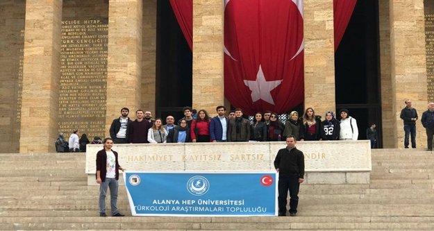 AHEP'li gençler Atatürk'ün huzurunda