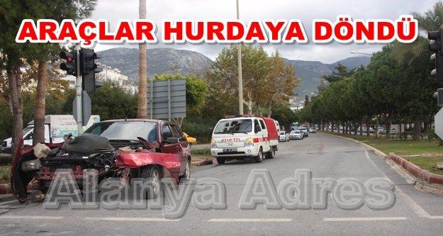 Alanya'da trafik kazası! Ucuz atlatıldı