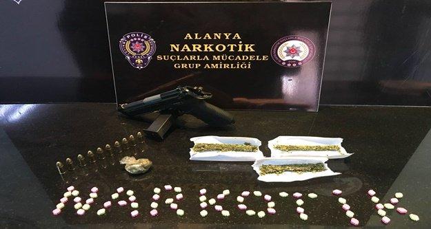 Gençleri zehirleyen uyuşturucu tacirleri yakalandı