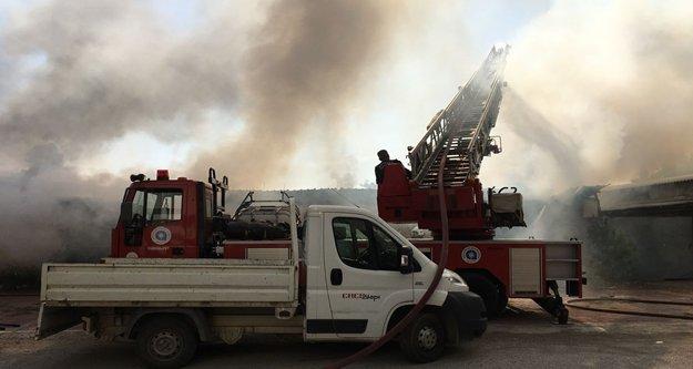 Antalya'da depo yangını korkuttu
