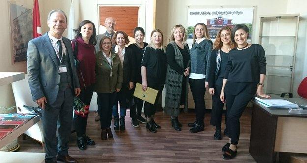 Bahçeşehir'de öğretmenler kapıda karşılandı