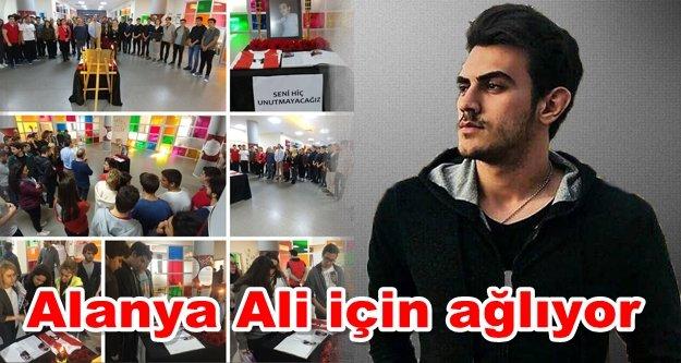 Bahçeşehir'den Ali'ye karanfilli anma töreni