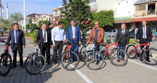 Belediye birim amirlerine makam aracı olarak bisiklet dağıtıldı