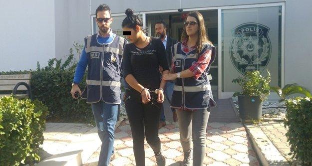 Hırsız kadınlar yakayı ele verdi