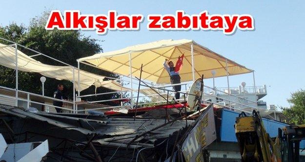 Kaçak yapı yıkımında zabıtanın Türk bayrağı hassasiyeti