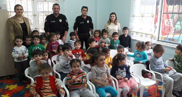 Polisten anaokulu ziyareti