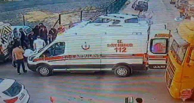 Babasının kamyonetinin altında kalan 1 yaşındaki çocuk öldü