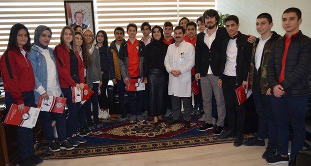 Başhekim Yazan'dan gençlere tıp bilgisi
