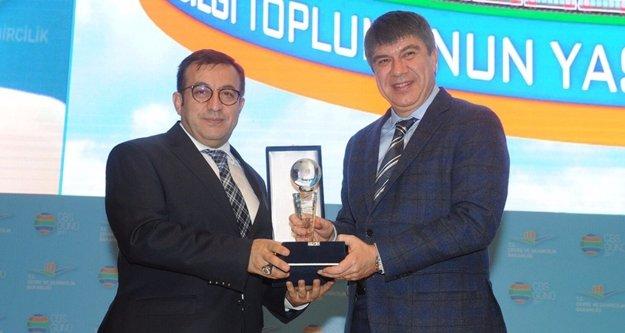 Başkan Türel'e akıllı kent ödülü