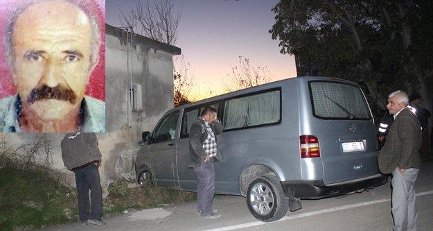 Duvara çarpan sürücü hayatını kaybetti