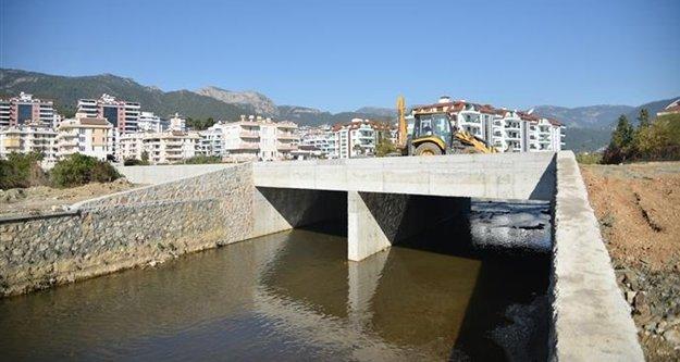 Yücel'in bölgeyi rahatlatacak köprüsü tamamlandı