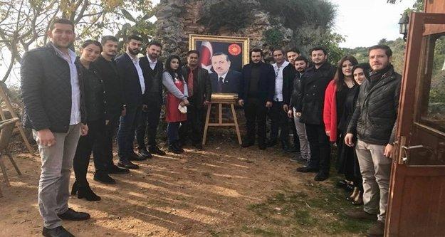 Ak Gençlik'ten Erdoğan sevdalısı ressama ziyaret