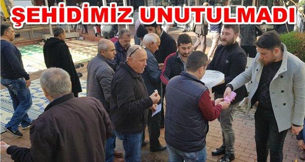 Alanya'da Fethi Sekin için lokum dağıttılar