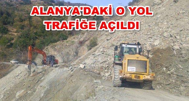 Heyelanın kapattığı yolu Büyükşehir açtı