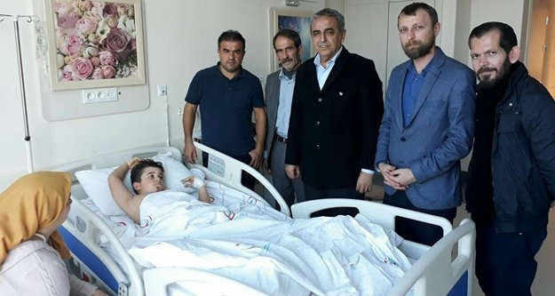 MHP'den kazazede minik Alper'e ziyaret