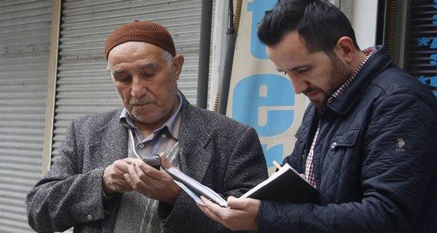 85 yaşındaki dedeyi yardım bahanesiyle dolandırdılar
