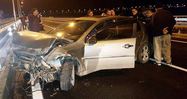 Alanya yolunda feci kaza! Sürücü araç içinde sıkıştı